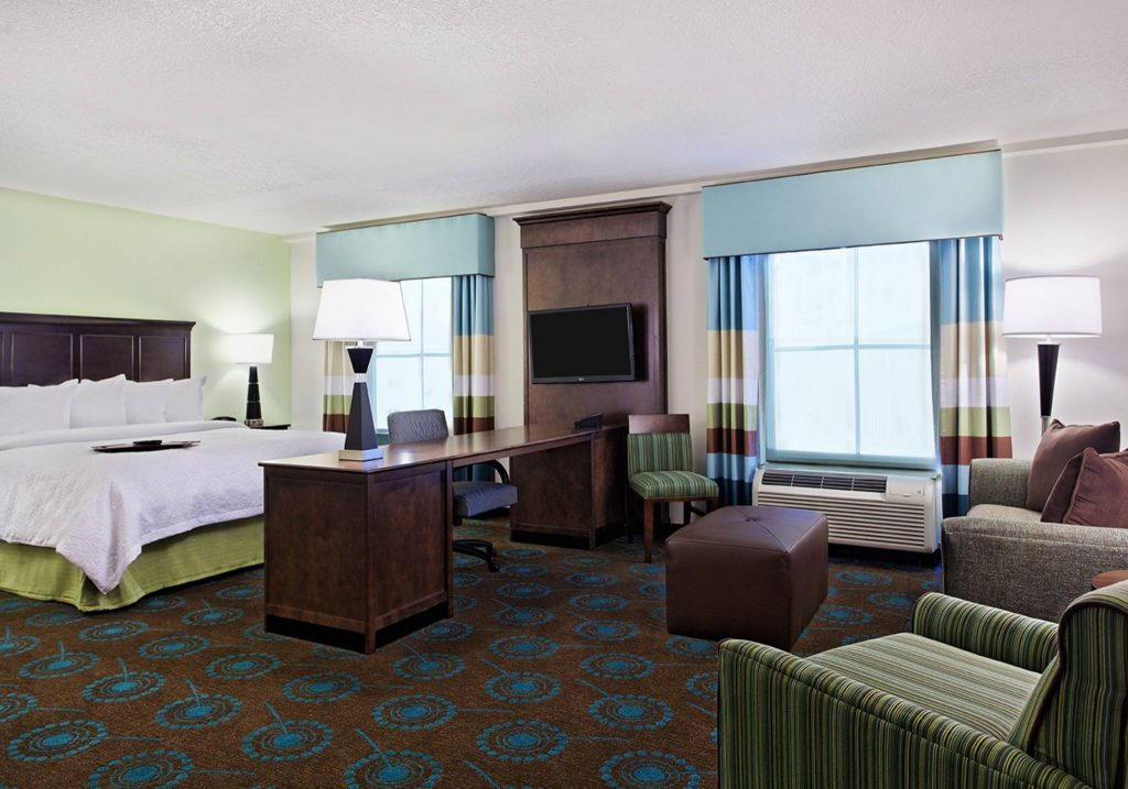 Hospitality - Hampton Inn & Suites by Hilton Altamonte Springs King Suite