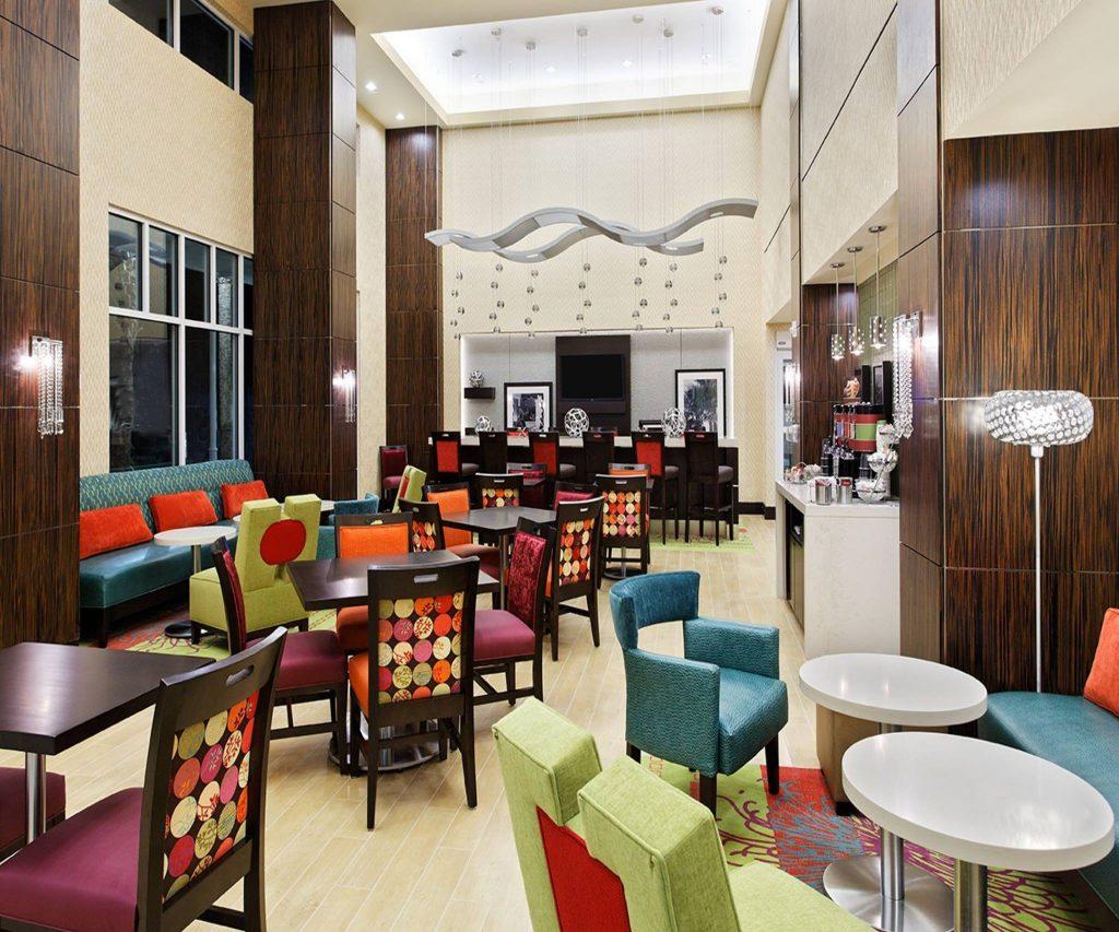 Hospitality - Hampton Inn & Suites by Hilton Altamonte Springs Lobby