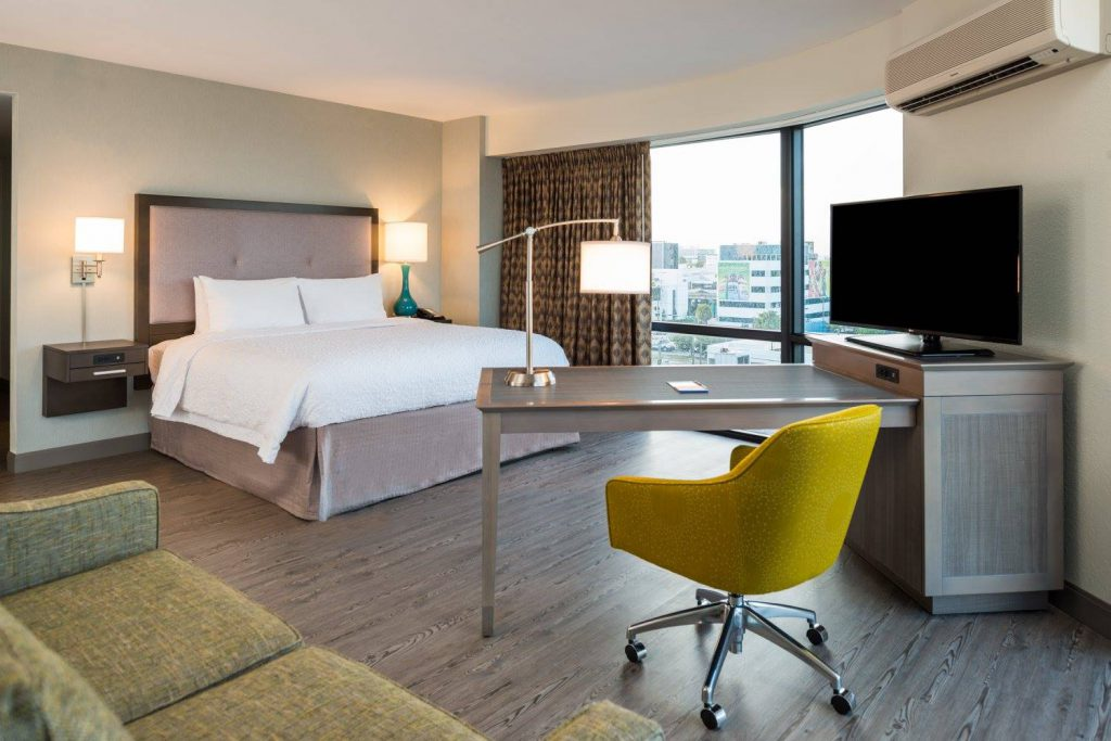Hospitality - Hampton Inn & Suites by Hilton Miami Hampton suites